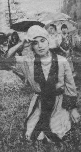 Пайрам в Мысках в июне 1994 года выступает Клара Кискорова