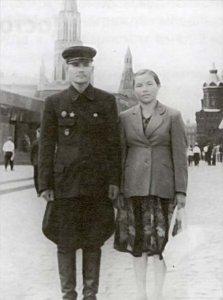 Красная площадь, май 1951г. После Парада Победы с супругой Надеждой Яковлевной