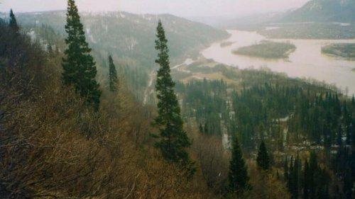 Горы, река
