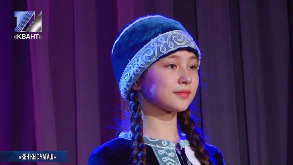 Девочка в шорском национальном костюме