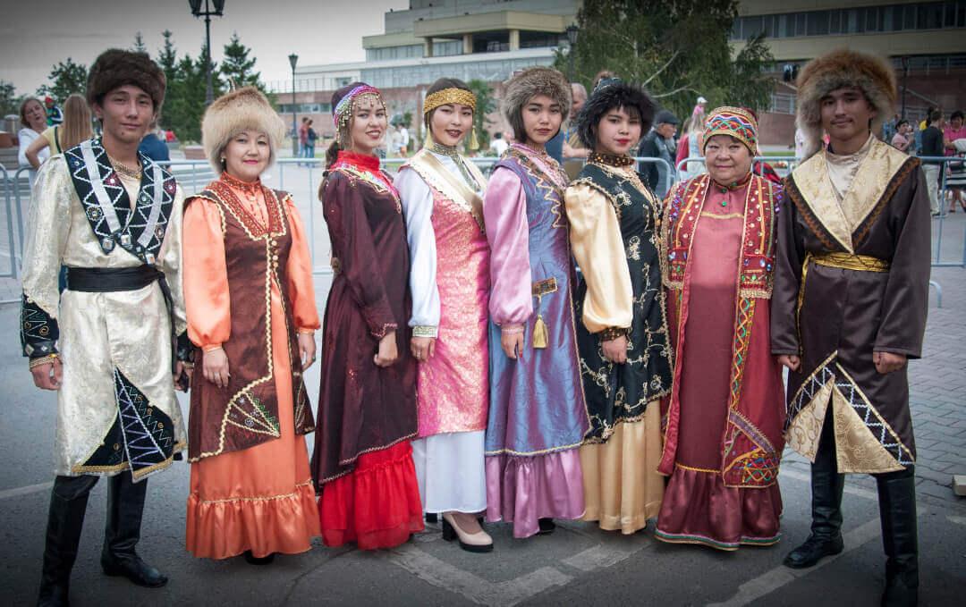В национальных костюмах